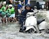 Giúp vợ bảo dưỡng xe mùa mưa, điều các bố cần làm