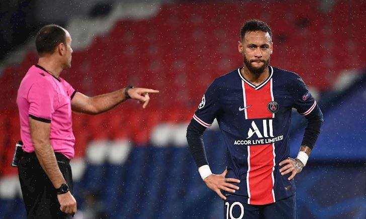 Cầu thủ PSG có hành tung khó hiểu ở trận thua MU
