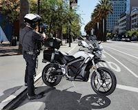 """Hai mẫu mô tô """"tàng hình"""" của cảnh sát Mỹ khiến cho tội phạm bị bắt bất ngờ"""