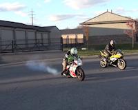 Mô tô độ dáng nhỏ gác máy 2 thì đua cùng Yamaha R6