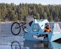 Chiếc xe độ độc như một căn nhà di động có thể di chuyển dưới nước