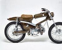 Honda Cub độ thành Tracker với bình xăng trước như mô tô