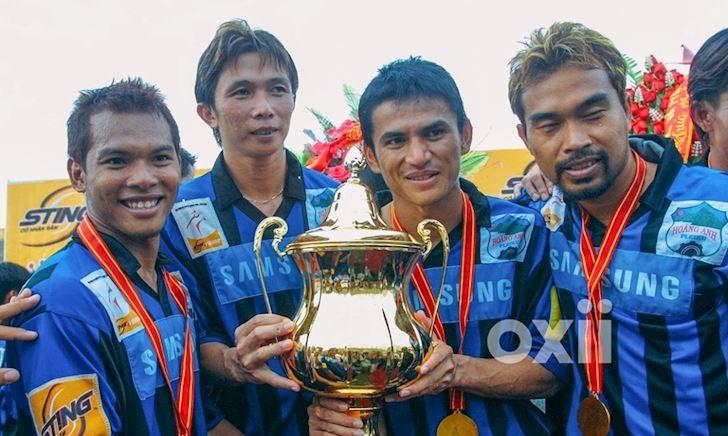 Trong khi Kiatisak chờ ngày đến HAGL, thì bạn thân Dusit đang nắm trùm Thai League