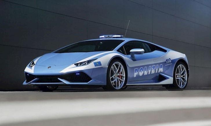 Siêu xe Lamborghini Huracan của Cảnh sát Ý còn có công dụng thú vị khác