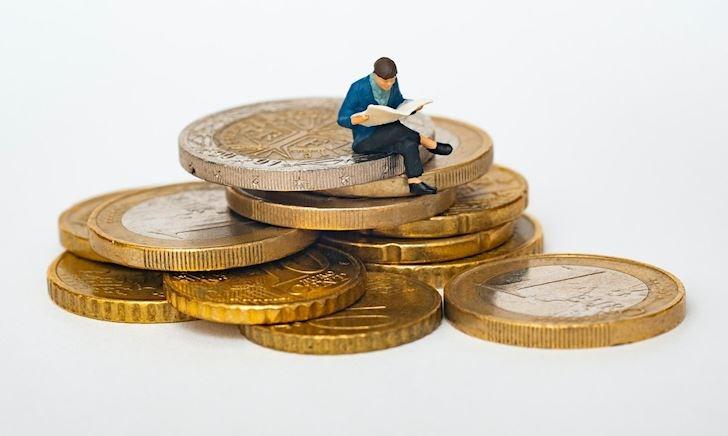 Nên làm gì khi bạn gái kiếm được nhiều tiền hơn? Lối thoát cho anh em