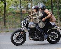 Hài hước với những tư thế ngồi mô tô của biker