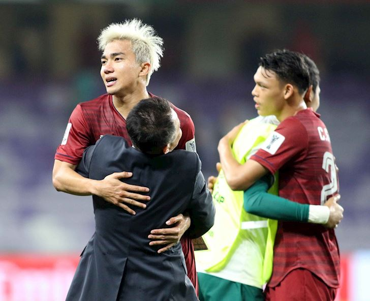 Messi-Thai-che-gai-Nhat-nhut-nhat-khong-manh-dan-anh-2