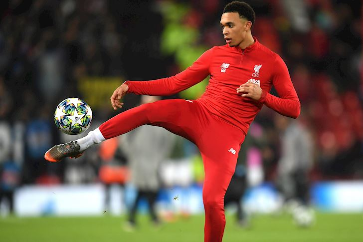 Trent-Alexander-Arnold-20-tuoi-lam-chuyen-phi-thuong-anh-4