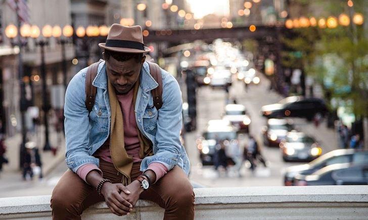 Đàn ông da đen quá thì nên mặc gì để không bị chê bần?