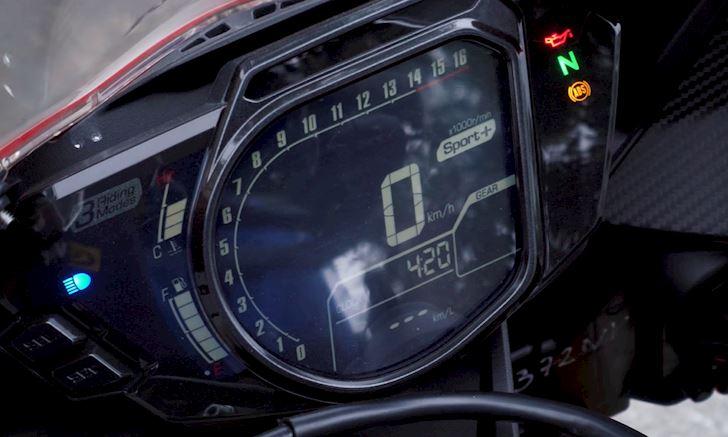 Cung phan khuc 300cc nen chon Yamaha R3 hay Honda CBR250RR 7