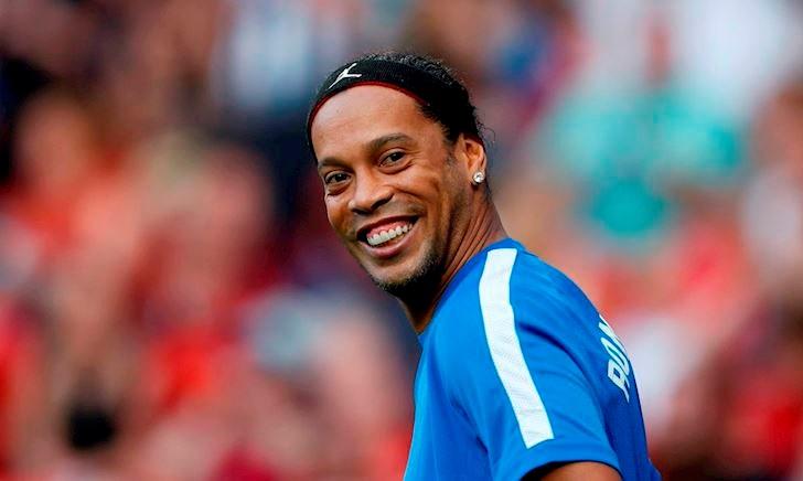 Bị quản thúc, Ronaldinho vẫn mở tiệc 'vui vẻ' cùng dàn gái lạ