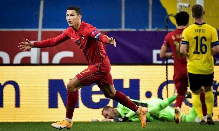MỚI: Ronaldo đá đến năm 40 tuổi; Real trả tiền cho Bale ra đi