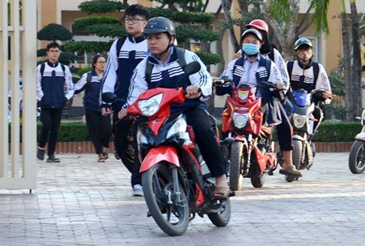 hoc sinh du 16 tuoi la co the chay xe duoi 50cc nhung van can hoc luat 2