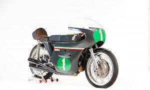 Xe đua cổ đời 1964 được bán đấu giá hơn 4 tỷ đồng