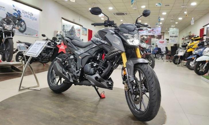 Honda Hornet 2.0 sử dụng động cơ 184,4 cc bán ra với giá 39,9 triệu đồng