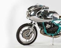 Mất 300 giờ để độ mô tô 2 thì Yamaha RD350 thành một chiếc Cafe Racer