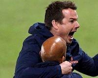 Đội bóng của Rooney thua muối mặt CLB hạng 6 Anh, có HLV là... giáo viên