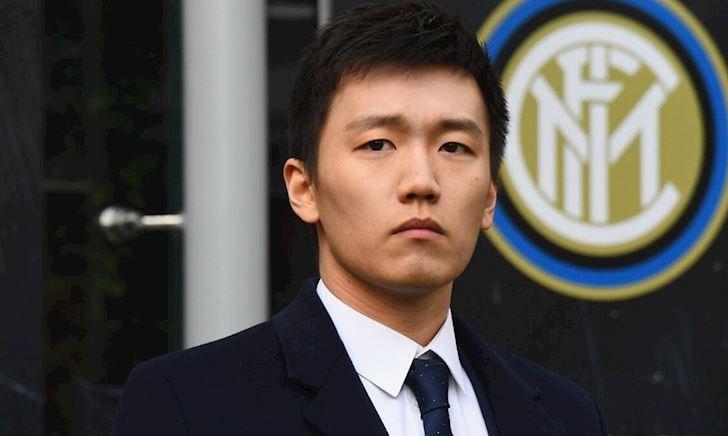 Đại gia Trung Quốc nợ ngập đầu, cầu thủ Inter bị giam lương 2 tháng