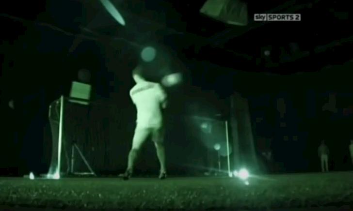 Đoạn clip Ronaldo nhắm mắt lập hat-trick gây sốt dân mạng