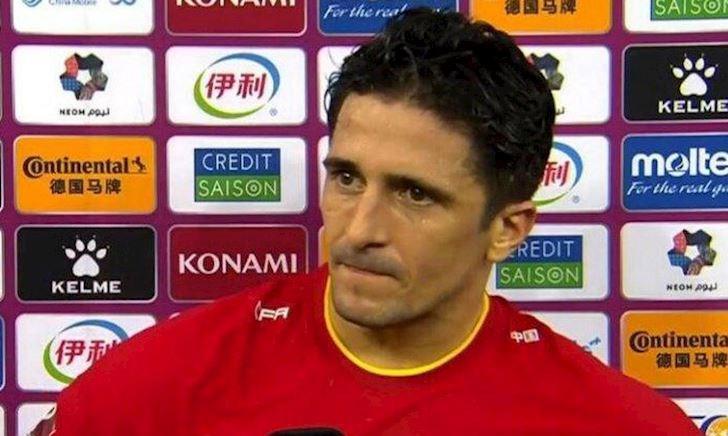 Đối mặt vẫn sút ra ngoài, ông Tây nhập tịch phải xin lỗi fan Trung Quốc