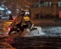 Sài Gòn đã vào mùa mưa và cách để từ công ty về nhà một cách an toàn