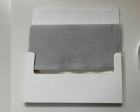 """Mở hộp chiếc khăn lau màn hình được cho là đắt nhất thế giới đến từ đội """"Táo Mẻ"""""""