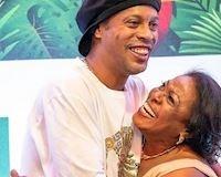 Quá suy sụp, Ronaldinho không thể dự đám tang của mẹ