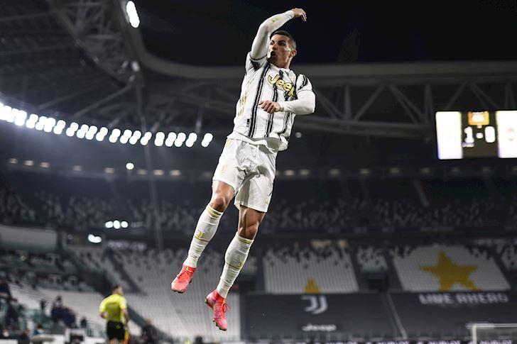 Ronaldo-hang-hang-khong-doc-nhat-vo-nhi-lang-bong-da-2