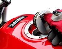 Mẹo siêu dễ để hút xăng từ xe máy mà không cần phải thổi