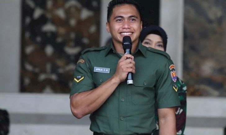 VĐV giả gái Indonesia chính thức được công nhận là đàn ông