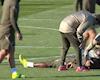 Đồng hương Pogba ngất xỉu trên sân, đồng đội lo sốt vó