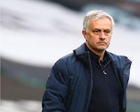 Mourinho tắm trong mưa tiền khi bị Tottenham sa thải