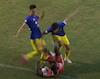 Cầu thủ Hà Nội sút vào bụng đối thủ khiến dân mạng phẫn nộ
