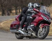 5 xe mô tô tốt nhất để chở thêm người và hành lý để bào tour