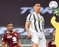 Ai rồi cũng tấu hài: Ronaldo sút bóng lên trời ở cự ly 4 mét