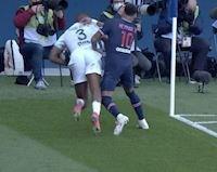 Neymar dính thẻ đỏ vì dở thói côn đồ trên sân