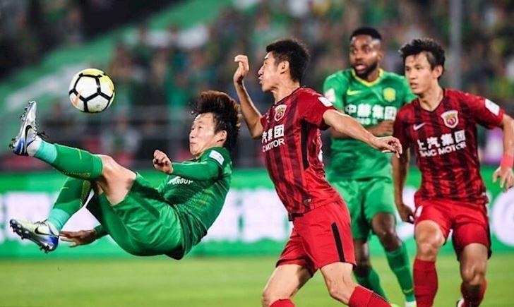 Cầu thủ Trung Quốc khóc vì luật mới: 'phun mưa' vào trọng tài mất ngay 700 triệu