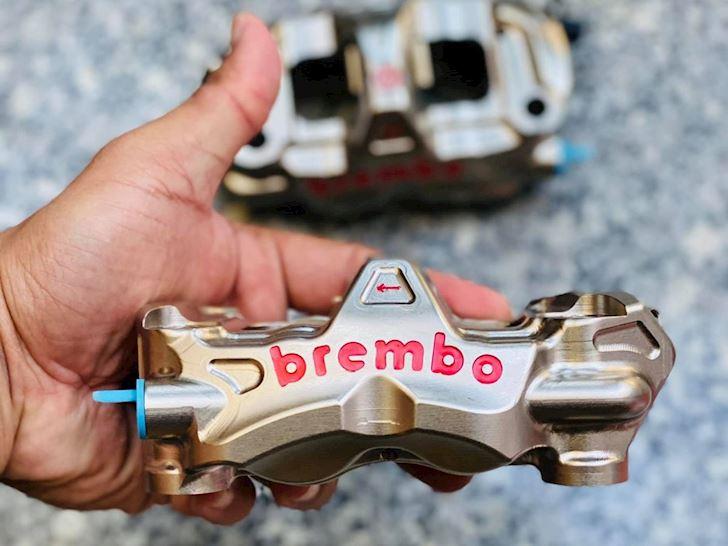 brembo racing motogp heo phanh co gia ban len den 170 trieu dong 2