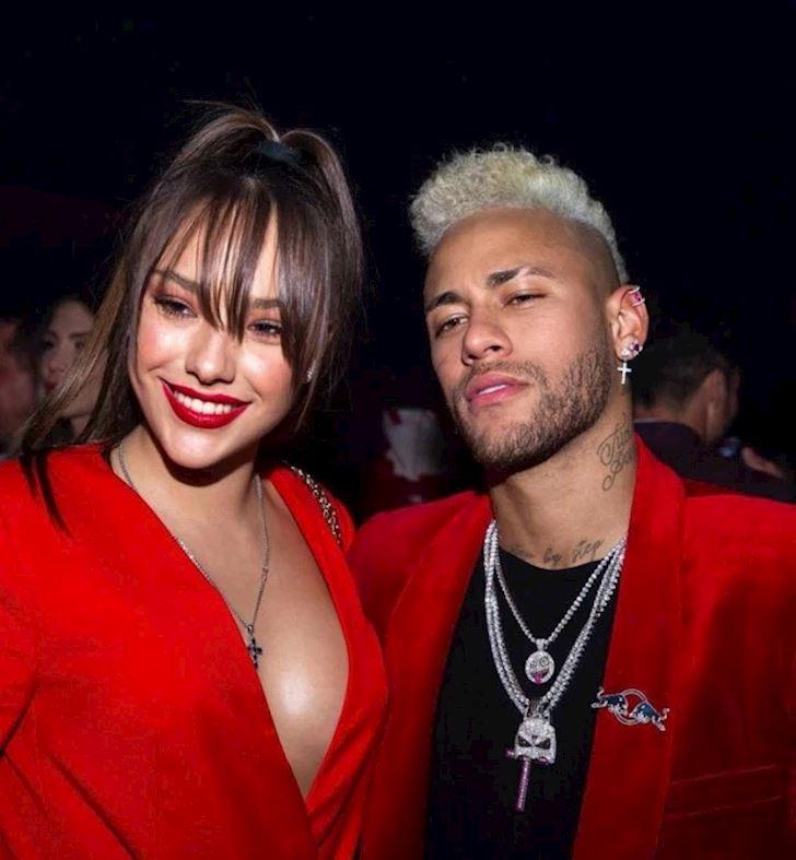 Nguoi-dep-the-thao-ve-ngoai-mon-mon-cua-tinh-tin-don-Neymar-1