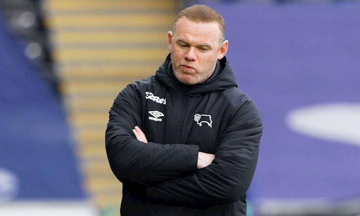 Rooney suy sụp vì bị nợ lương 4 tháng, CLB sắp rớt hạng