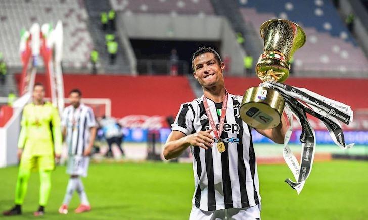 Ronaldo lập kỉ lục nâng cúp vô địch, danh hiệu đủ chất đầy nhà