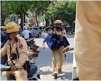 Ninja va chạm với cụ già và hành động đẹp của các anh CSGT