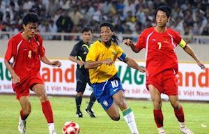 Ronaldinho chúc tuyển Malaysia may mắn khi gặp Việt Nam