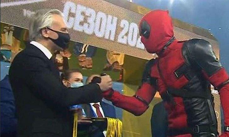 Deadpool gây sốt vô địch giải Nga, tấu hài cực mạnh