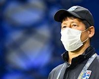 HLV Nishino bị đồng nghiệp ở Thái cà khịa, nguy cơ bị lật ghế càng cao
