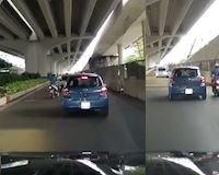 Tức vì bị tạt đầu xe, tài xế liền trả đũa lại gây tranh cãi