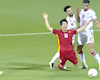 Công Phượng bị cướp 11m, trọng tài Iraq hứng rổ gạch từ fan Việt
