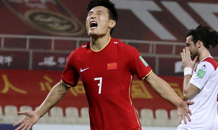 Cầu thủ Trung Quốc hốt bạc, được thưởng gấp 50 lần đối thủ