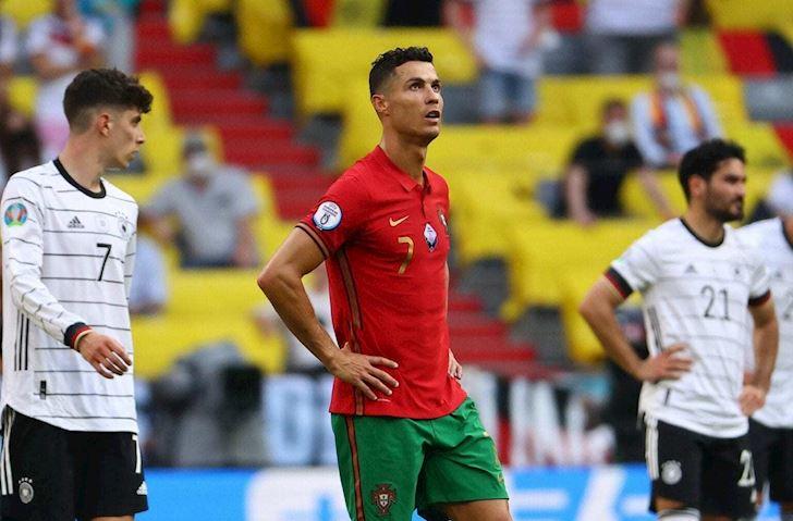 Kich-ban-khien-Ronaldo-bi-loai-khoi-EURO-ve-nha-uong-nuoc-loc-2