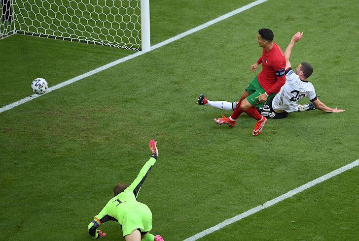 Ronaldo-co-thuat-phan-than-cung-chang-the-cuu-noi-Bo-Dao-Nha-1